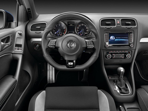 VW Golf GTI Vs Golf R Comparison And Review Auto - 2013 volkswagen golf gti interior