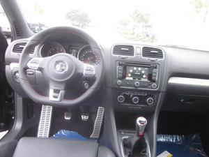 2013_Volkswagen_Interior_300