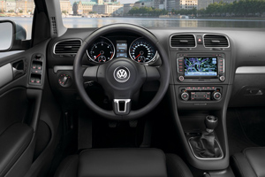 2013_volkswagen_golf_interior_300